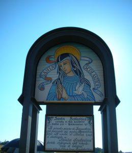 3 Badiola edicola con Santa Scolastica 8-7-2012